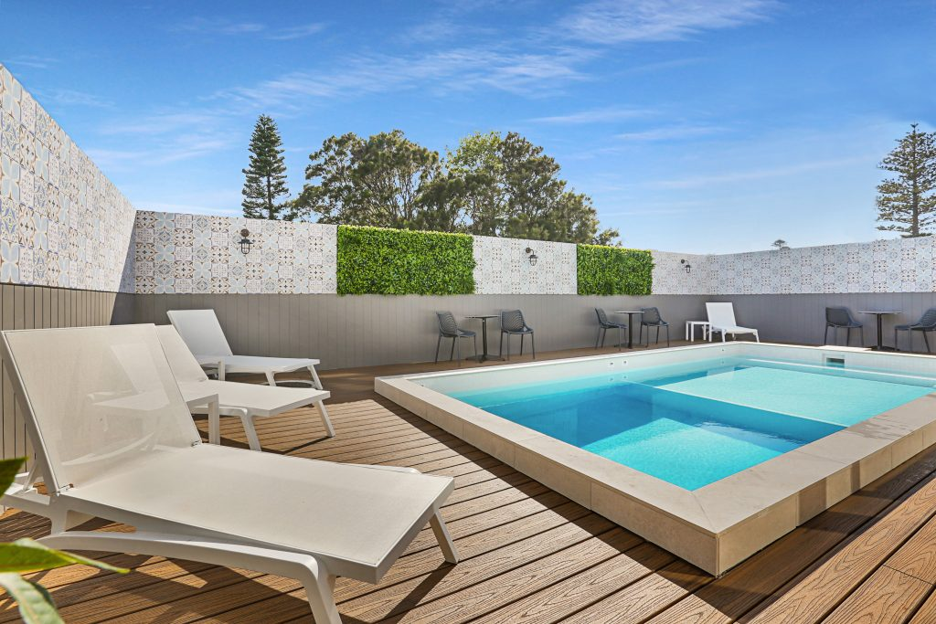 Nova Kiama Swimming Pool Lounge Chairs